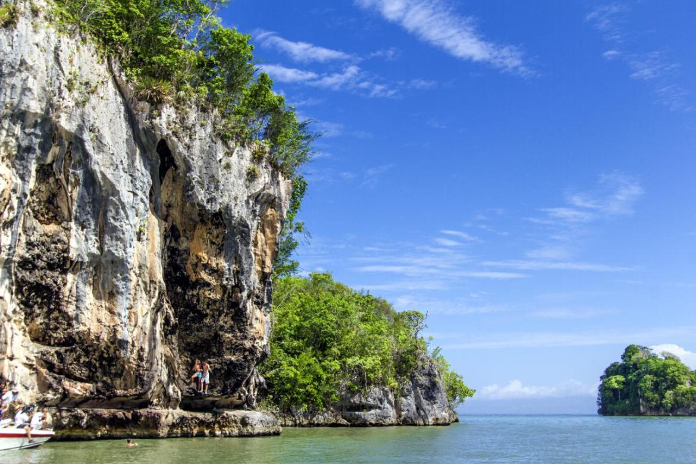 3 destinos para aislarte del mundo en República Dominicana - samana