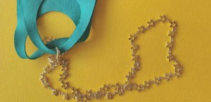 DIY: Cadenas para cubrebocas ¡Luce con mucho estilo!