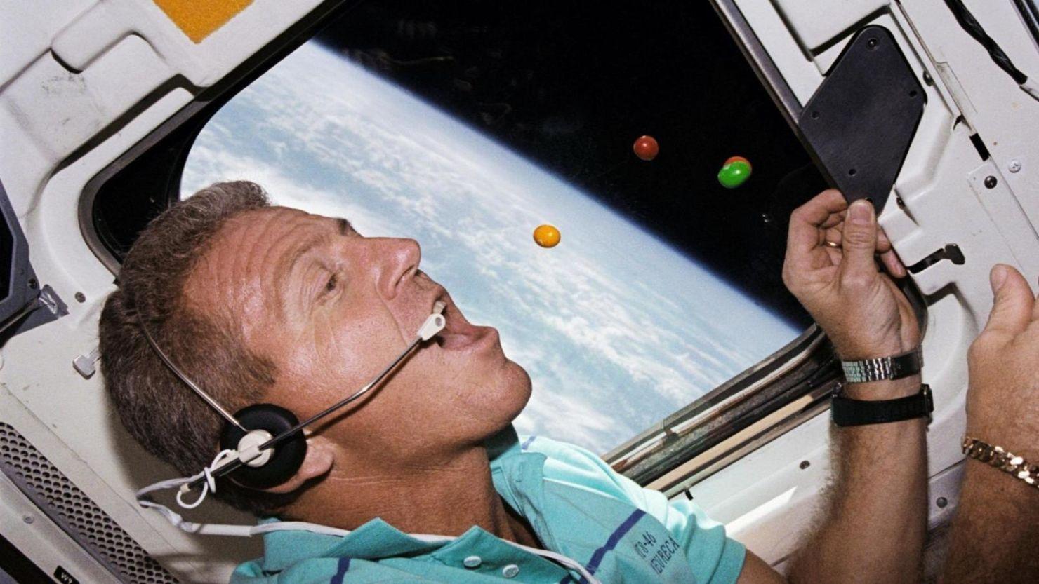 ¿Qué tan fácil (o difícil) es vivir en el espacio como astronauta?