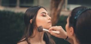 Tipos de iluminadores y como usarlos para un maquillaje perfecto