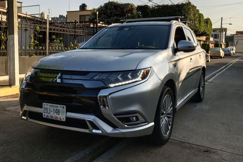 Mitsubishi Outlander PHEV: la razón por la que necesitas un híbrido en la ciudad - outlander-camioneta