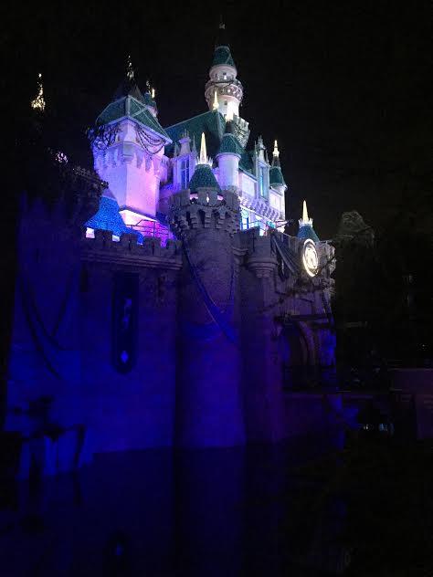 Disneyland Date Night 14 romantic ideas for a date at Disneyland.