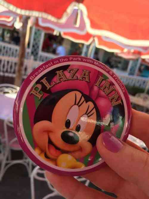 Minne & Friends character dining button