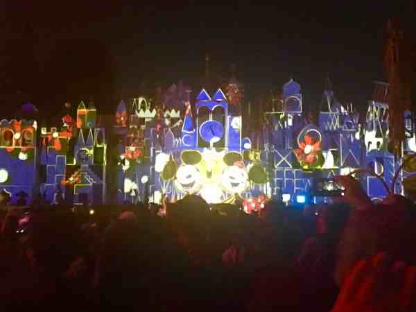 Mickeys Mix Magic small world