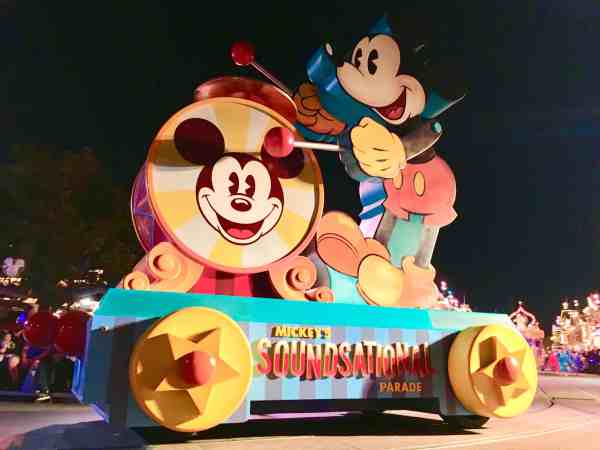 Mickeys Soundsational Parade new float