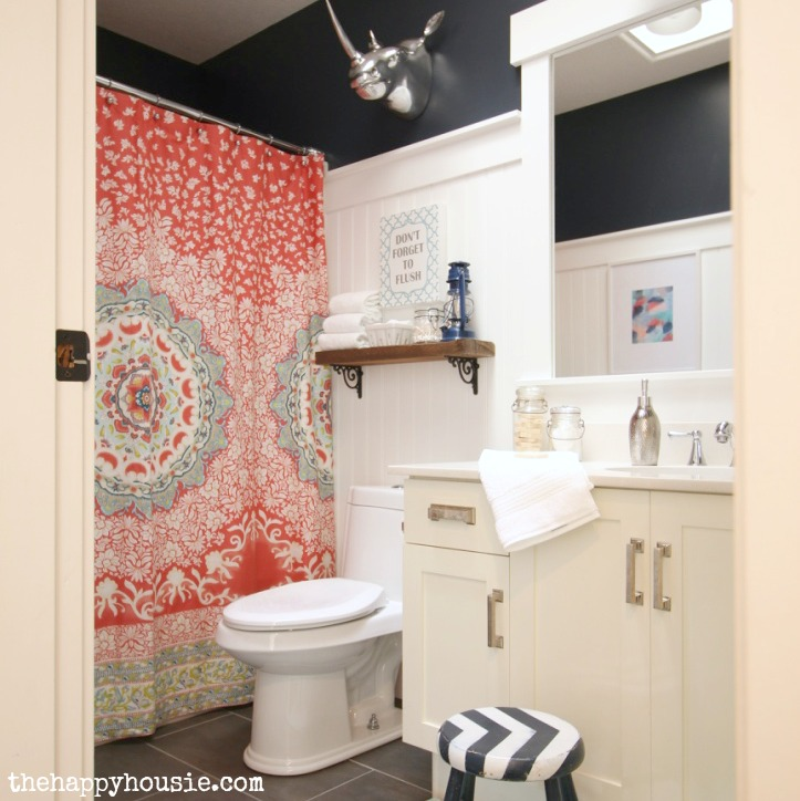 Bathroom Makeover Reveal from the Happy Housie [Weekly Round-Up at High-Heeled Love]