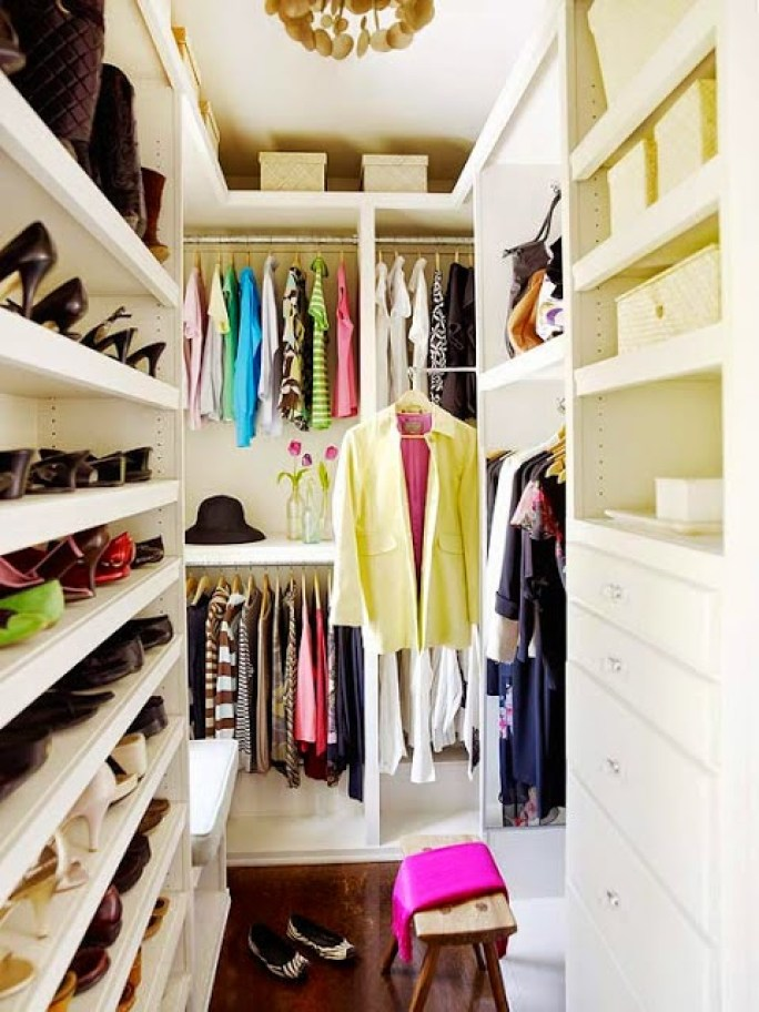 super-small-walk-in-closet-with-a-smart-shoe-organizer
