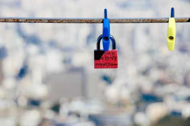 Seoul Sehenswürdigkeiten Liebesschlösser am Namsan Tower