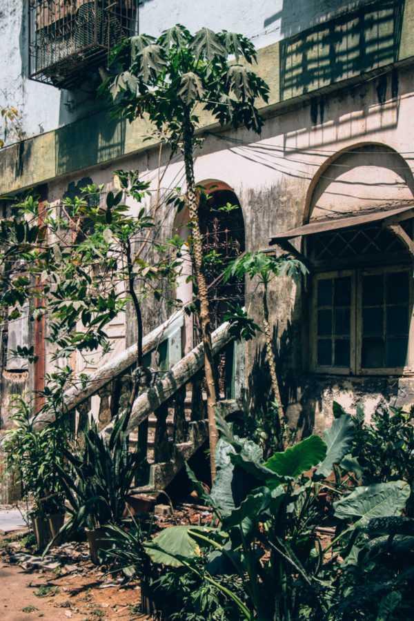 Verlassene Ruine, Mumbai, Indien