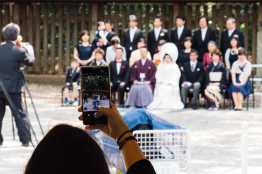 japanische hochzeitsgesellschaft bei familienfoto
