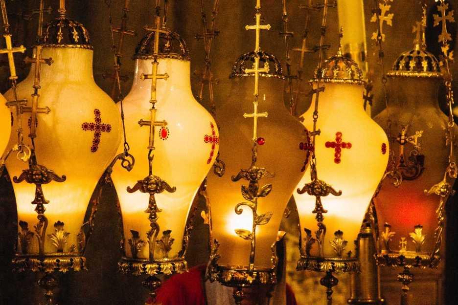 Lampen Salbungsstein Grabeskirche Jerusalem