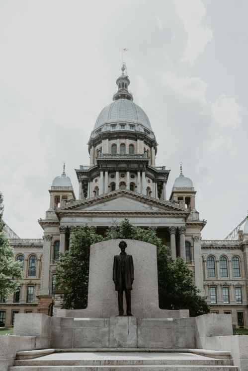 Springfield Illinois State Capitol mit Abraham Lincoln Statue
