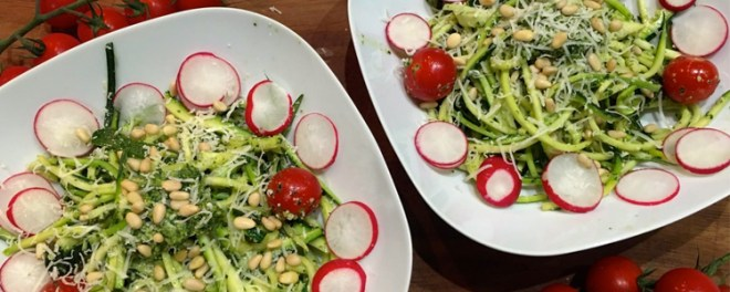 Healthy-Eating-Courgetti-and-pesto