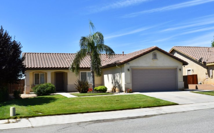 1653 Amber Lily Beaumont Ca 92223