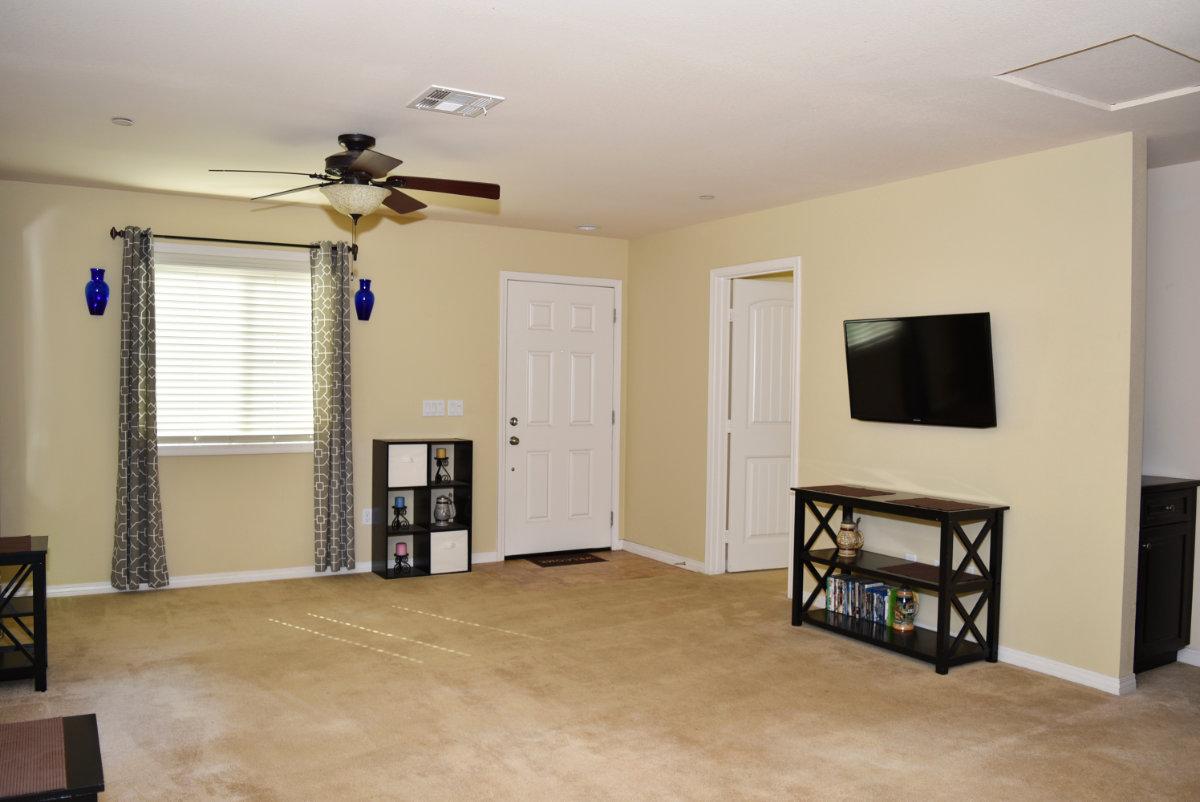 112 Kinn Ave Beaumont Ca. Living Room