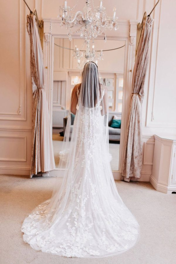 The Charlotte veil has a classic tulle with a raw edge. Don't miss out on our gorgeous range of veils. Click to shop.