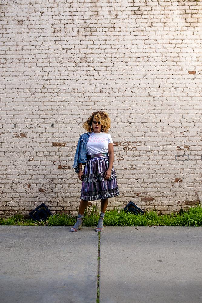 Leslie Antonoff wears Daisy Natives in Long Beach on The Hautemommie