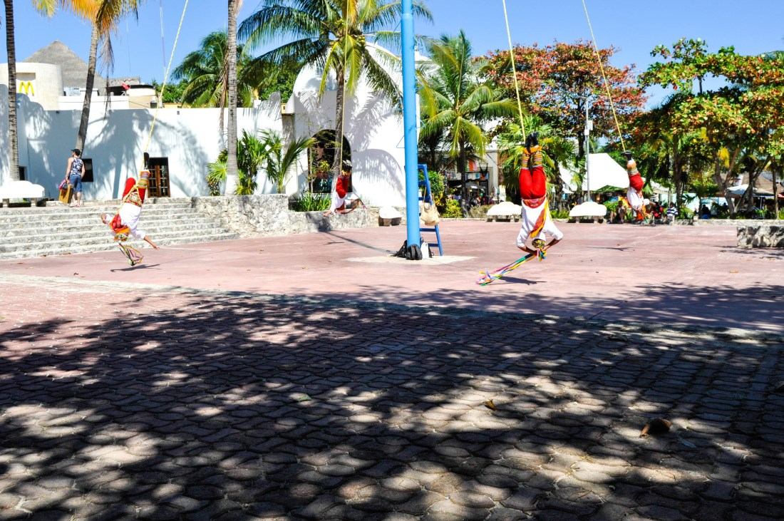 MEXICAN-PEFORMANCE-MEXICO-PLAYA-DEL-CARMEN-TRAVEL-BLOG-HAUTEMOMMIE