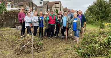 VIDEO: Community come together to help clear Rainham allotment patch.