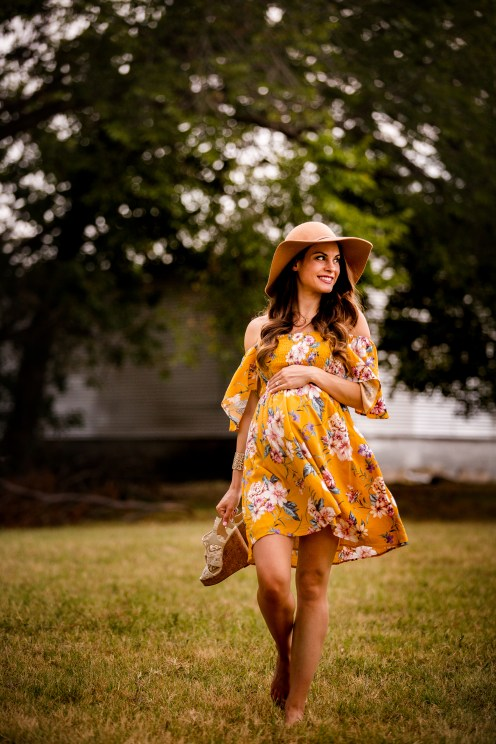 @PhotographerAmy Elizabeth Birdsong Photography Downtown McKinney Maternity Photo session-32