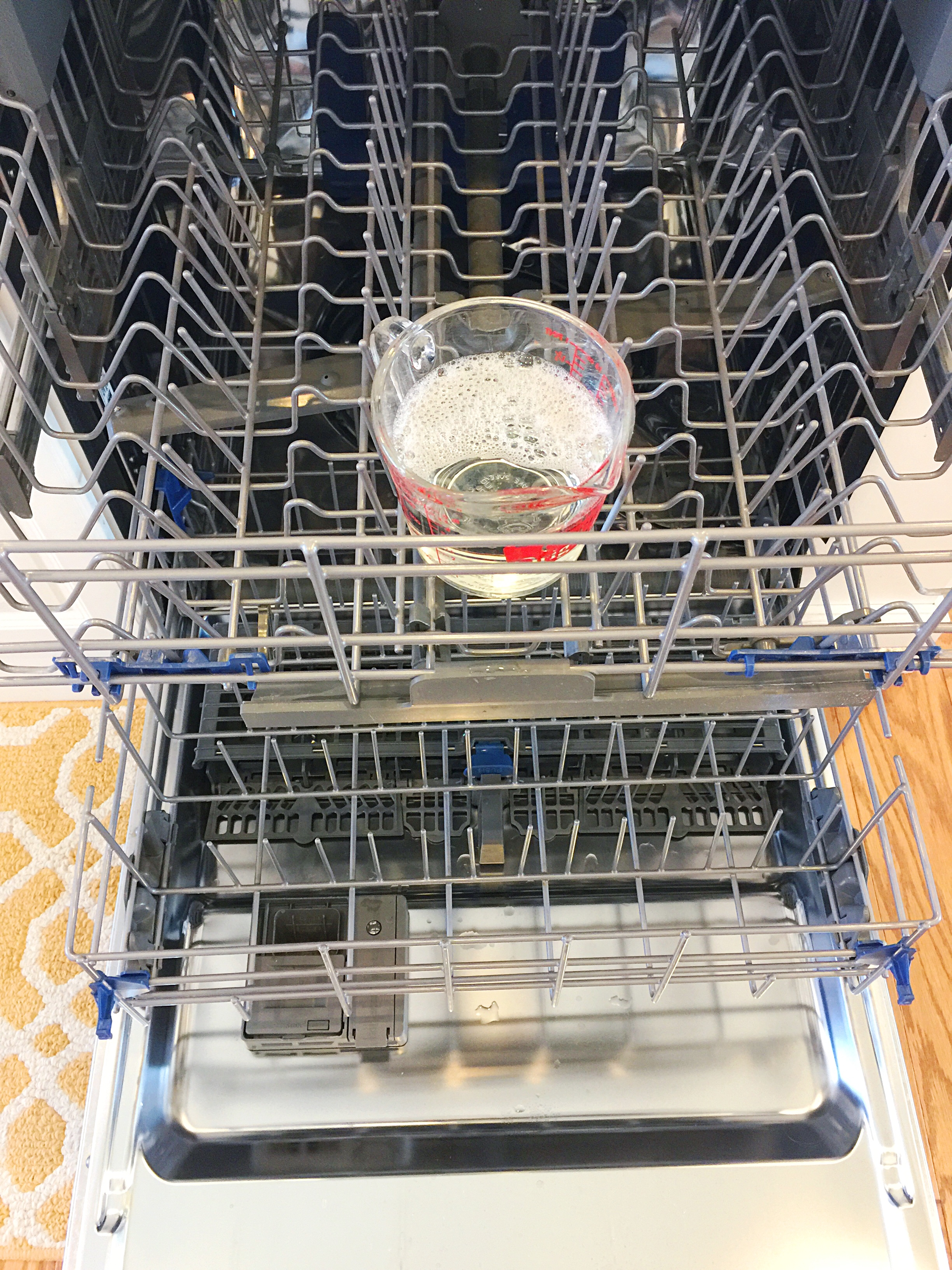 Non-Toxic Cleaning: Dishwasher