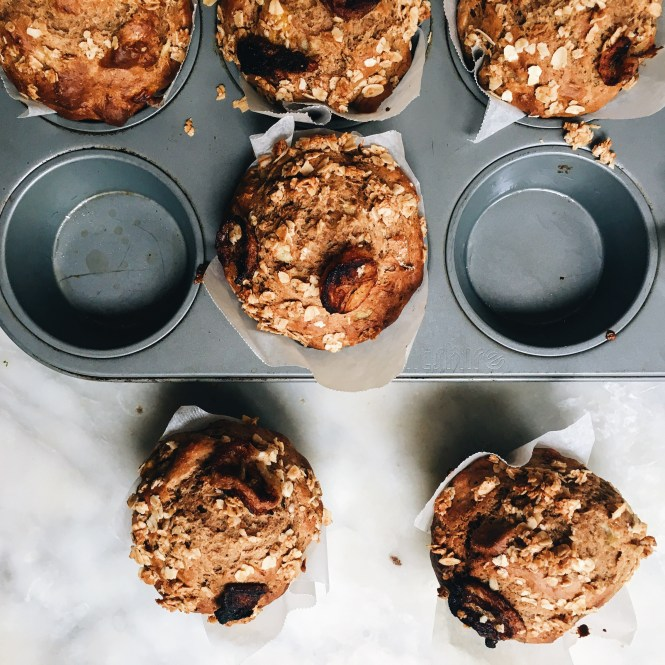 PCAMELISED BANANA MUFFINS WITH A CINNAMON OAT CRUMBLE 4