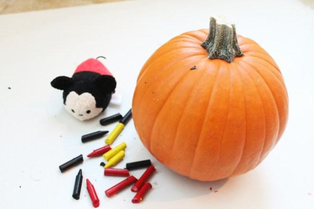Disney Inspired Crayon pumpkins, the perfect family Halloween craft!