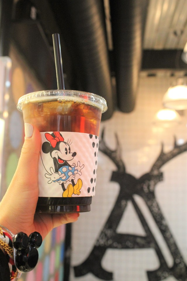 Minnie Rocks the Dots at Alfred Coffee in Hollywood - A fun Minnie takeover with Disney Style! #MinnieRockstheDots