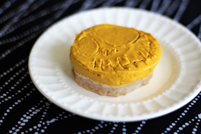 Easy gluten-free no bake pumpkin pies - Jack Skellington pumpkin pies