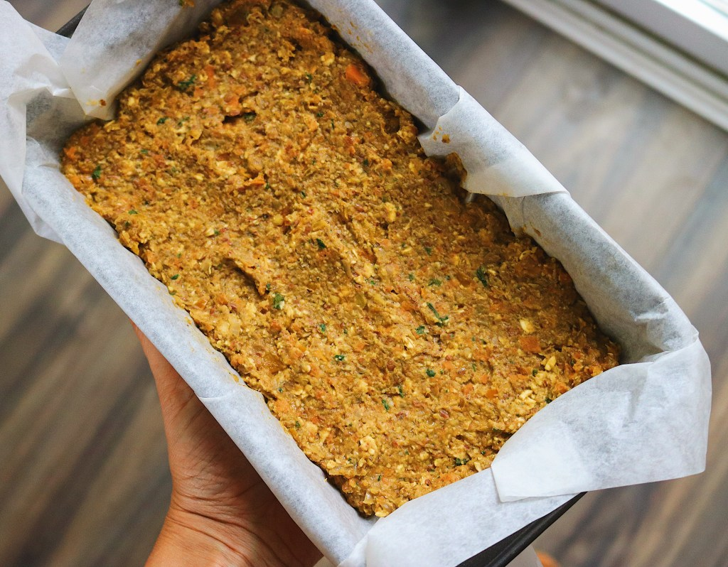 The best lentil vegan meatloaf recipe you will ever make. This recipe is gluten-free, vegan and super easy! Enjoy it for Thanksgiving or Christmas.v