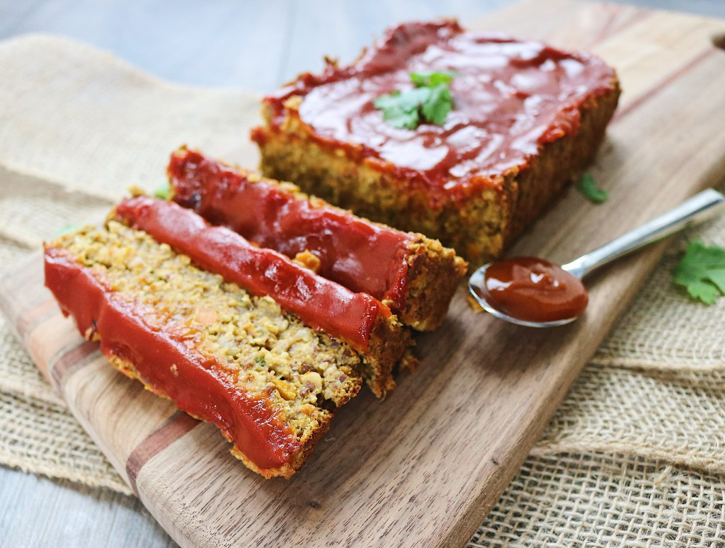 The best lentil vegan meatloaf recipe you will ever make. This recipe is gluten-free, vegan and super easy! Enjoy it for Thanksgiving or Christmas.