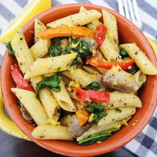 This vegan olive oil pasta recipe is the perfect weeknight or weekend dinner because it's super simple and tastes absolutely delicious.