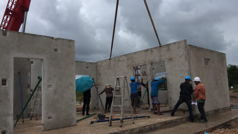 Building a house with Precast system
