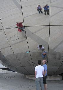 423px-Mirror_globe by Arpingstone for Wikipedia Public Domain
