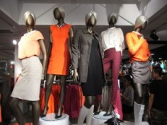 https://commons.wikimedia.org/wiki/File:HK_Central_Queen%27s_Road_H%26M_Department_Store_clothing_fashion_figures_night_Aug-2012.JPG