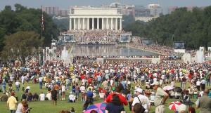 https://commons.wikimedia.org/wiki/File:Lincoln_Memorial_Reflecting_Pool_Restoring_Honor_Crowd.jpg