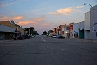 https://commons.wikimedia.org/wiki/File:Small_town_evening_(4691861030).jpg