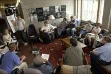 https://commons.wikimedia.org/wiki/File:People_in_small_discussion_group_meeting.jpg