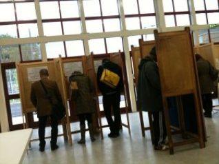 https://commons.wikimedia.org/wiki/File:Voting_in_Hackney.jpg