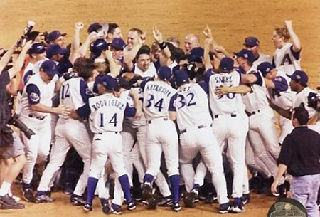 Image result for diamondbacks win 2001 world series