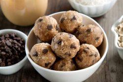 vegan-peanut-butter-protein-balls-2-650x433