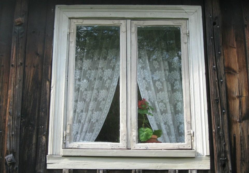 DIY Curtain Holdback