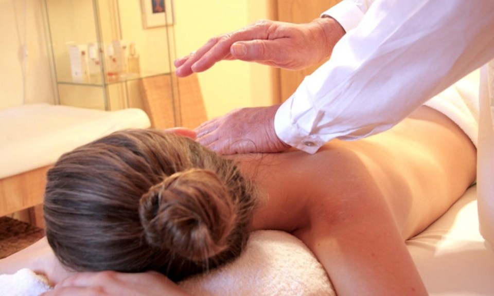 How to Incorporate Reiki Therapy into Your Holistic Wellness Routine | Herbal Academy | Whether you already have a wellness routine or are looking to create self-care practice, here's how to incorporate Reiki therapy into your life.