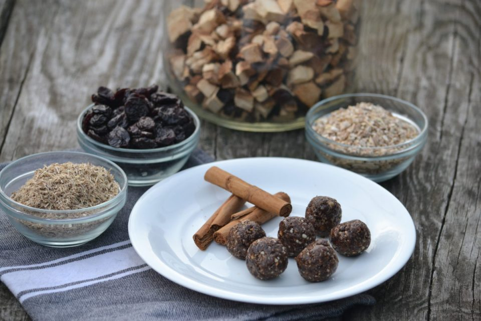 How To Nip Holiday Stress In The Bud | Herbal Academy | Are you taking time for self-care during this busy time of year? Here are some tips to help you nip holiday stress in the bud, including a yummy recipe!