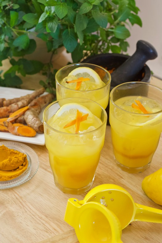 Turmeric Lemonade: Health Benefits & How To Make It | Herbal Academy | If you're looking for a refreshing drink for summer, look no further than this turmeric lemonade recipe. It tastes great, and it's good for your health!