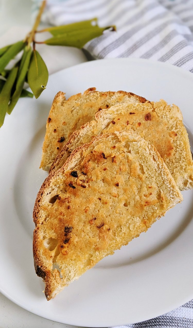 vegan garlic bread recipes with fresh garlic minced garlid from a jar garlic powder and salt and crushed red pepper flakes spicy garlic bread in the air fryer recipes for vegans healthy veganuary side dish recipes