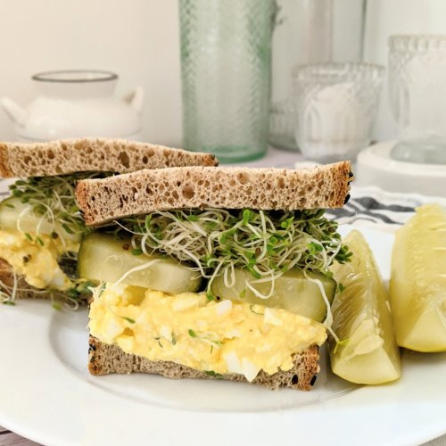 vegetarian keto egg salad recipes with dill pickles egg salad keto low carb pickles for egg salad with cucumbers and sprouts healthy low carb sandwich bread for egg salad sandwiches and lunches on the go