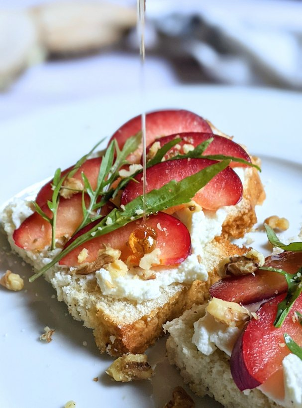 arugula plum toast with ricotta cheese gluten free plum recipes savory breakfasts with honey and arugula sweet breakfast salad on toast on gluten free bread with crushed walnuts