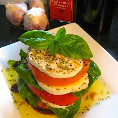 Summer Tomato Caprese Salad