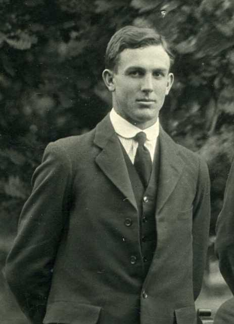 Students Greeves Edward Goderich (Prefects 1923) Wiki.jpg